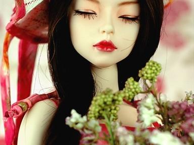 а эта кукла на кого похожа?