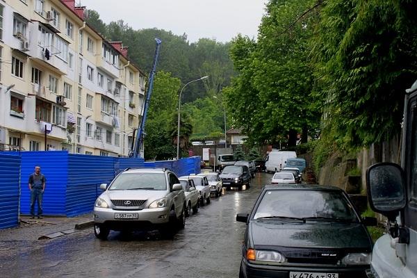 переулок Горького,д.13.Проезд открыт.