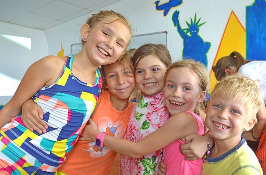 дети в летнем английском лагере в Сочи