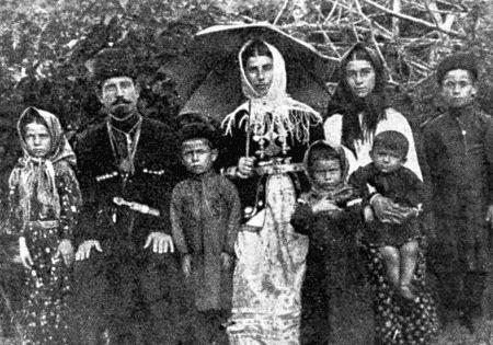 Шапсугская семья из долины реки Аше. 1916 г.