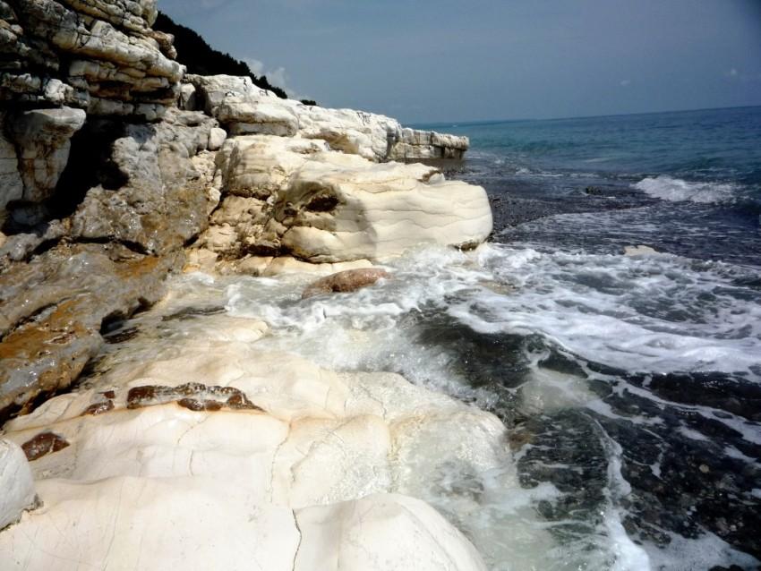 Белые скалы, Абхазия