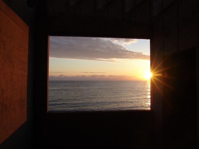 Дня хорошего и солнца - в сердце, в небе и в оконце!
