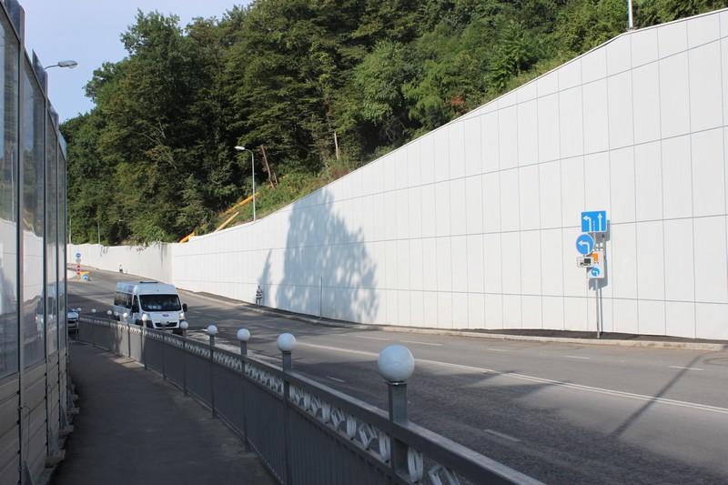 Подпорная стенка вдоль дороги