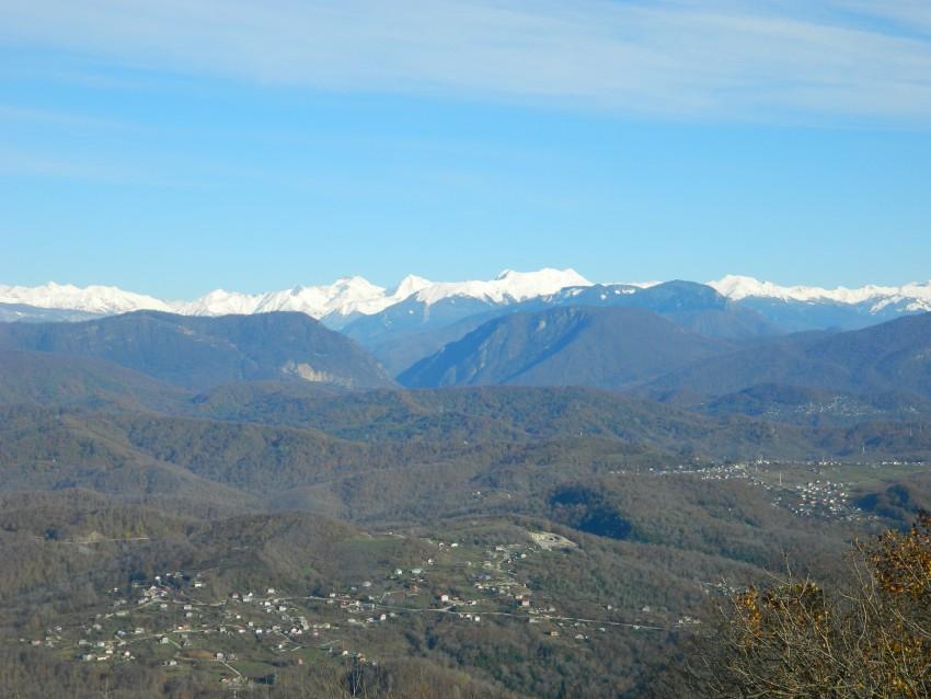 Снег в горах красиво смотрится