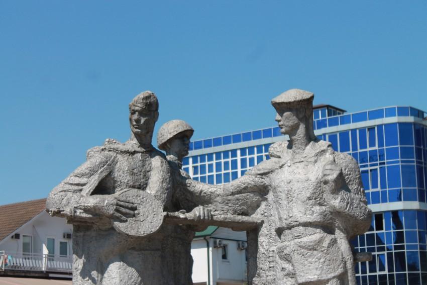 Военный памятники в сочи цена на памятники в россии гранита