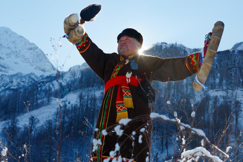 Шаман из Сибири призвал горных духов Красной Поляны для привлечения большого снегопада