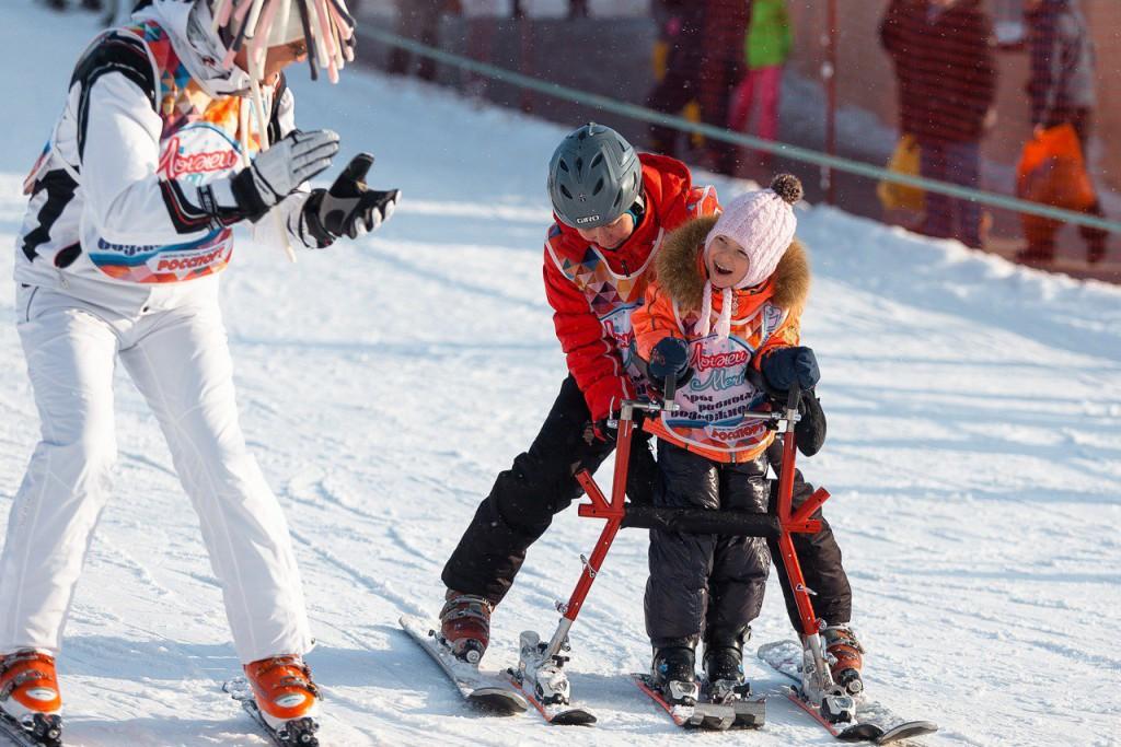 На Роза Хутор начались бесплатные горнолыжные занятия для детей с особенностями развития