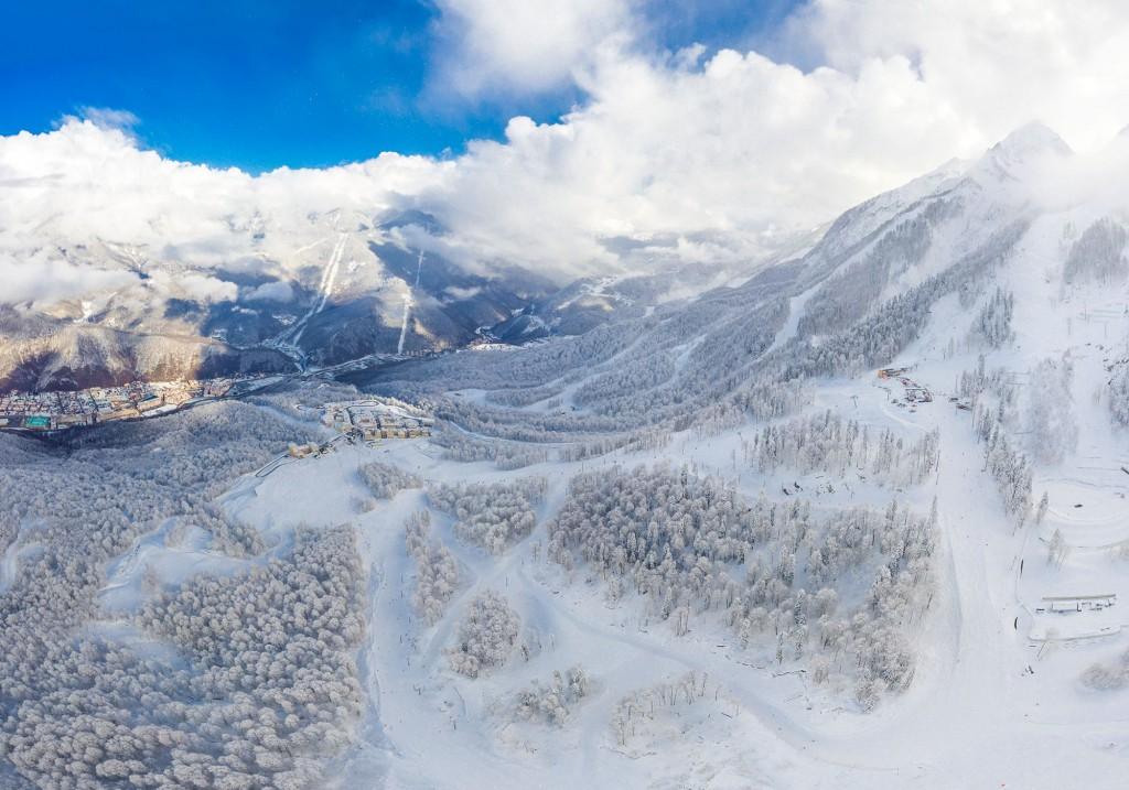 В горах Красной Поляны начались долгожданные снегопады