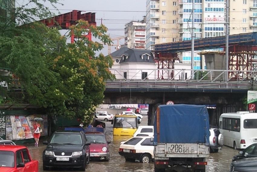 Наводнение под мостом