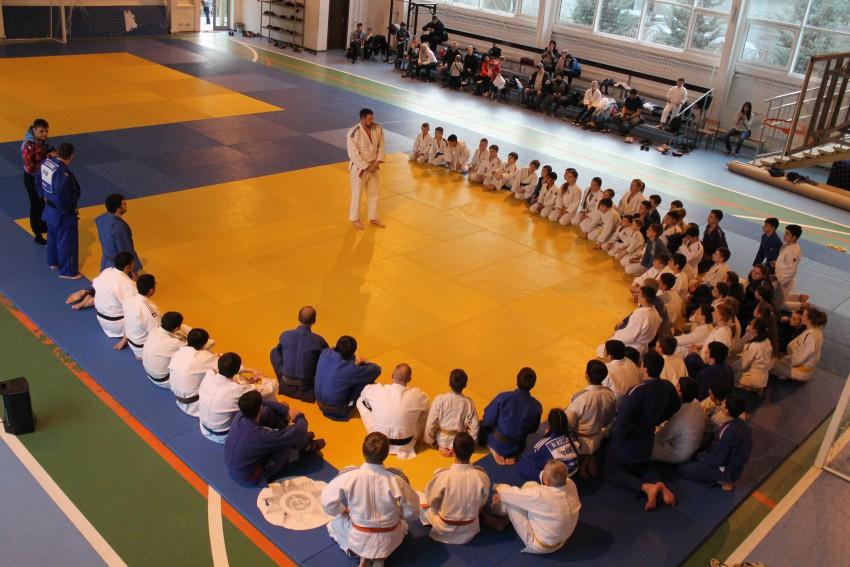 Александр Михайлин отвечает на вопросы дзюдоистов