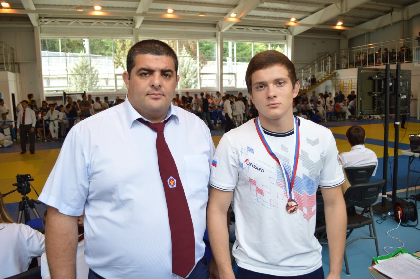 Матвей Карась с тренером Александром Демура