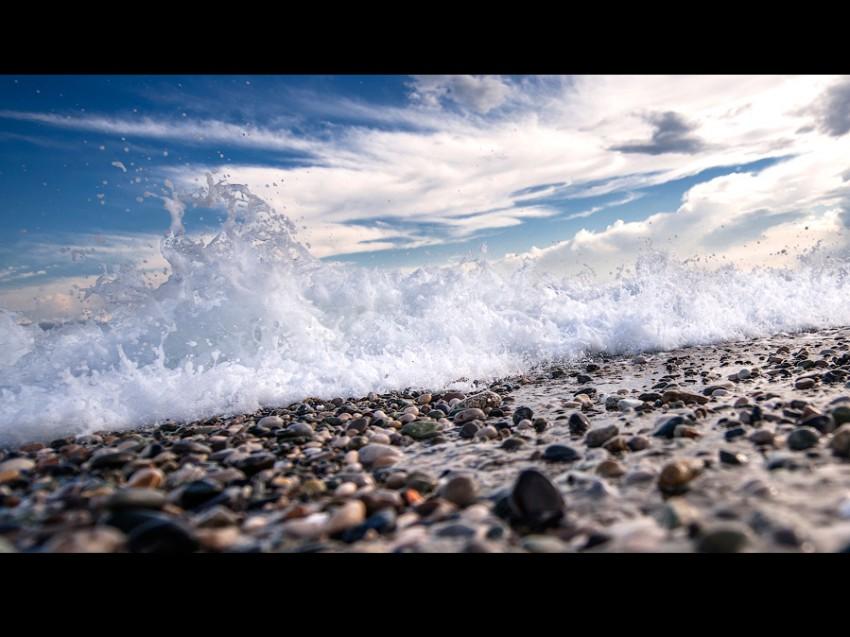 Волна в Пицунде