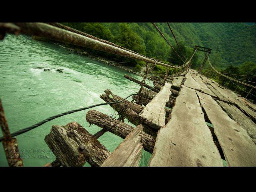 Мост по дороге на Рицу
