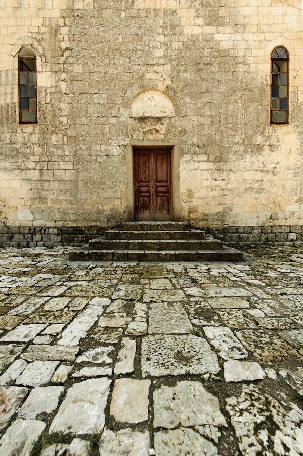 Вход в церковь в Новом Афоне