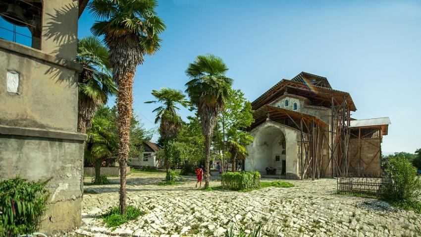 Храм Лыхны