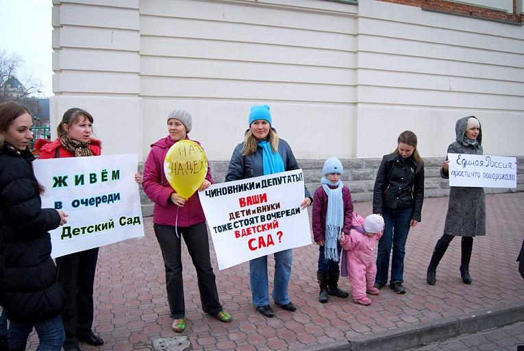 выдача подарков по ленинскому району окружающим успевает