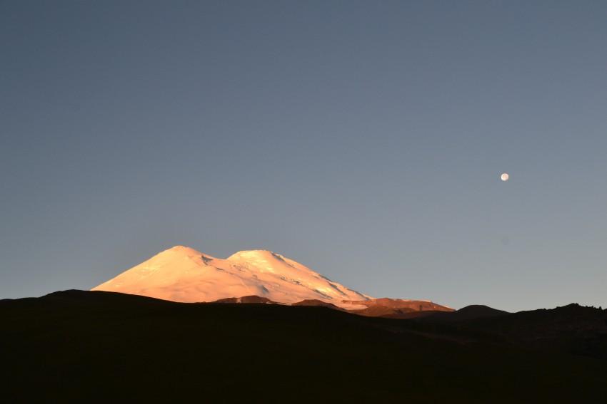 Эльбрус на закате. Вид из Джилы Су.