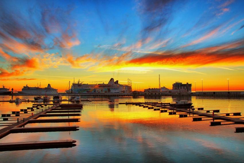 Олимпийский закат над морем