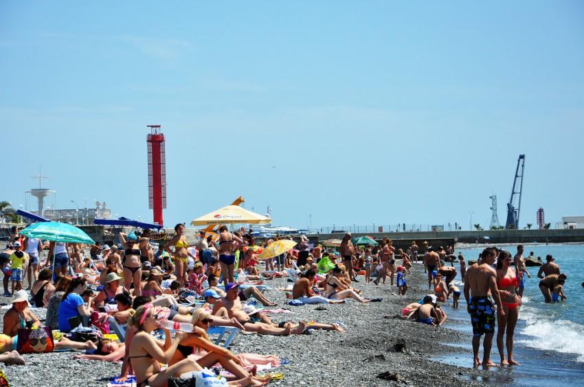 Телки в бикине пляж в сочах фото одыхающих фото 553-646