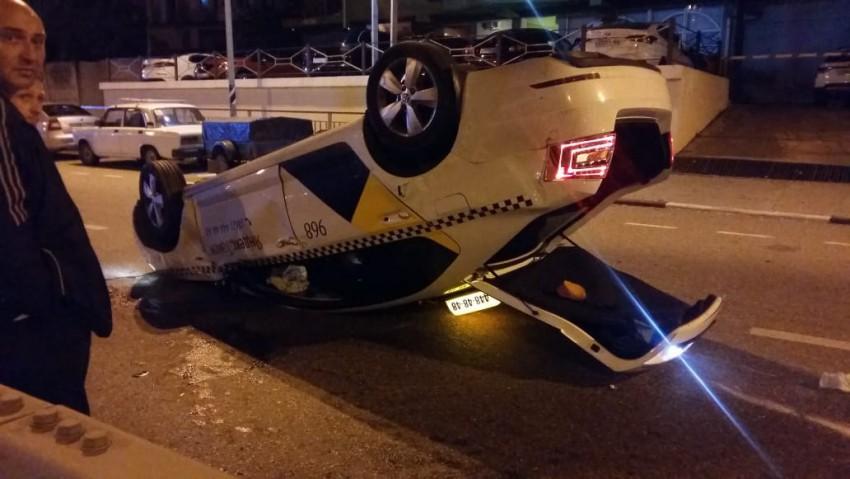 В Сочи перевернулся автомобиль такси