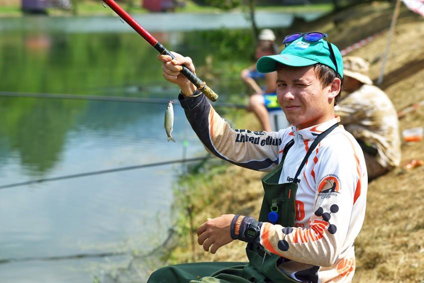 Как ловят рыболовы спортсмены