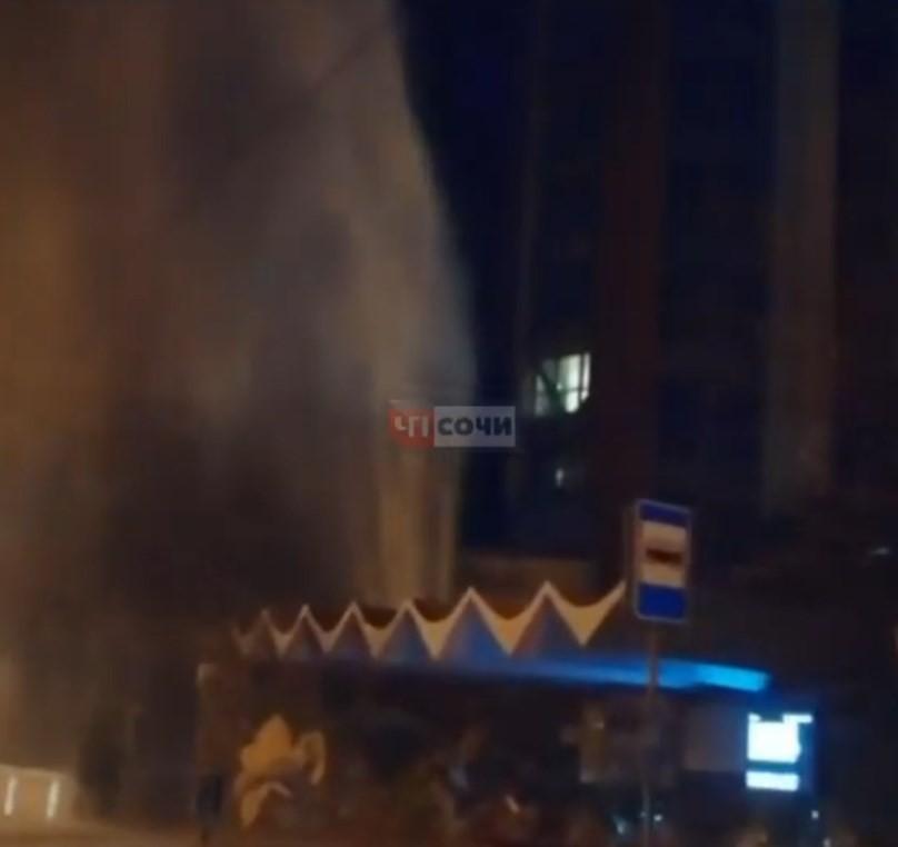 В центре города забил многометровый фонтан