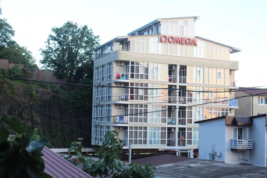 7 этажей, 40 номеров!Представьте что все жильцы вашего дома гадят под подъездом..