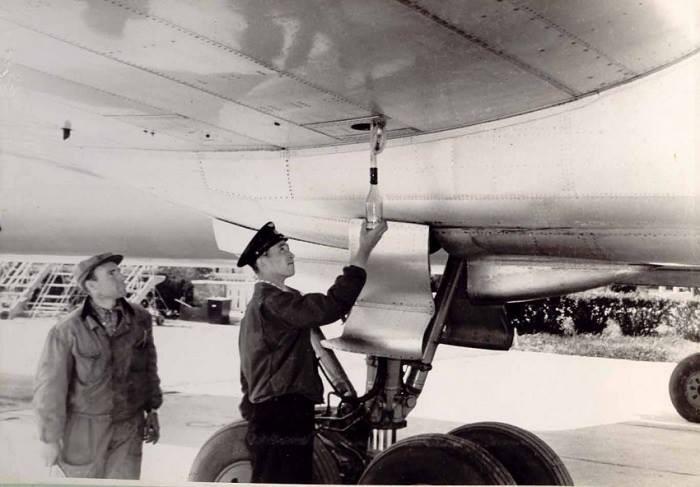 Заправка самолётов (начало 60-х)