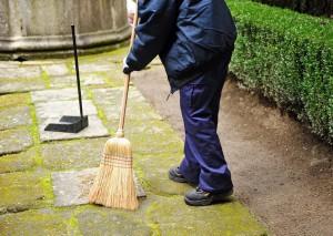 Уборка территории частного дома