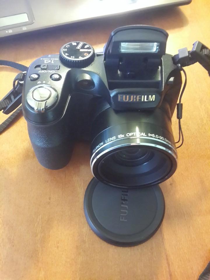 Цифровой фотоаппарат с видеосъемкой Fuji