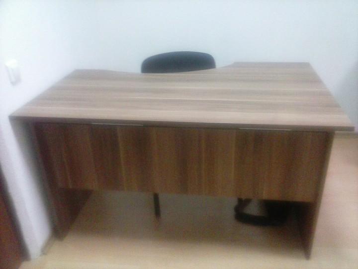 Продам офисный стол, тумбу, стулья
