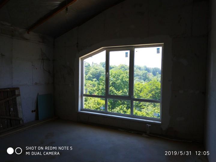 В продаже новый дом в стиле шале в центре Сочи.