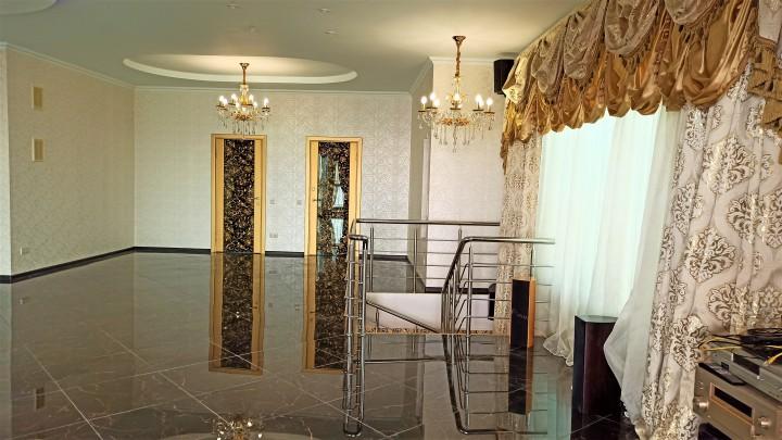 Продается просторная квартира - двухуровневый пентхаус с открыто
