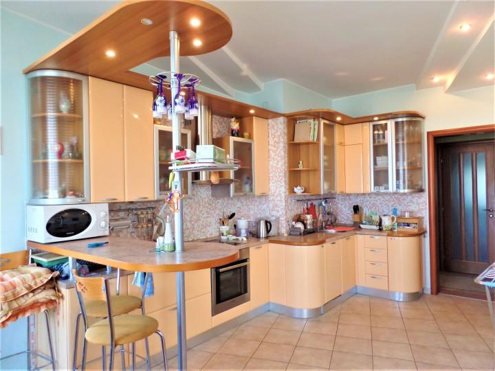 Продается 4-х комнатная квартира в элитном доме в центре Сочи, у