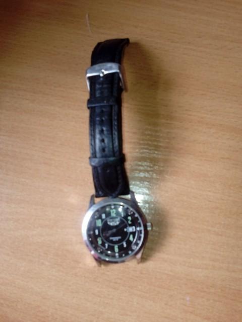 Найдены механические наручные часы